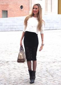 midi-skirt-copped-hoodie-botines-amazona-loewe-medias-plumeti-lara-martin-gilarranz-bymyheels