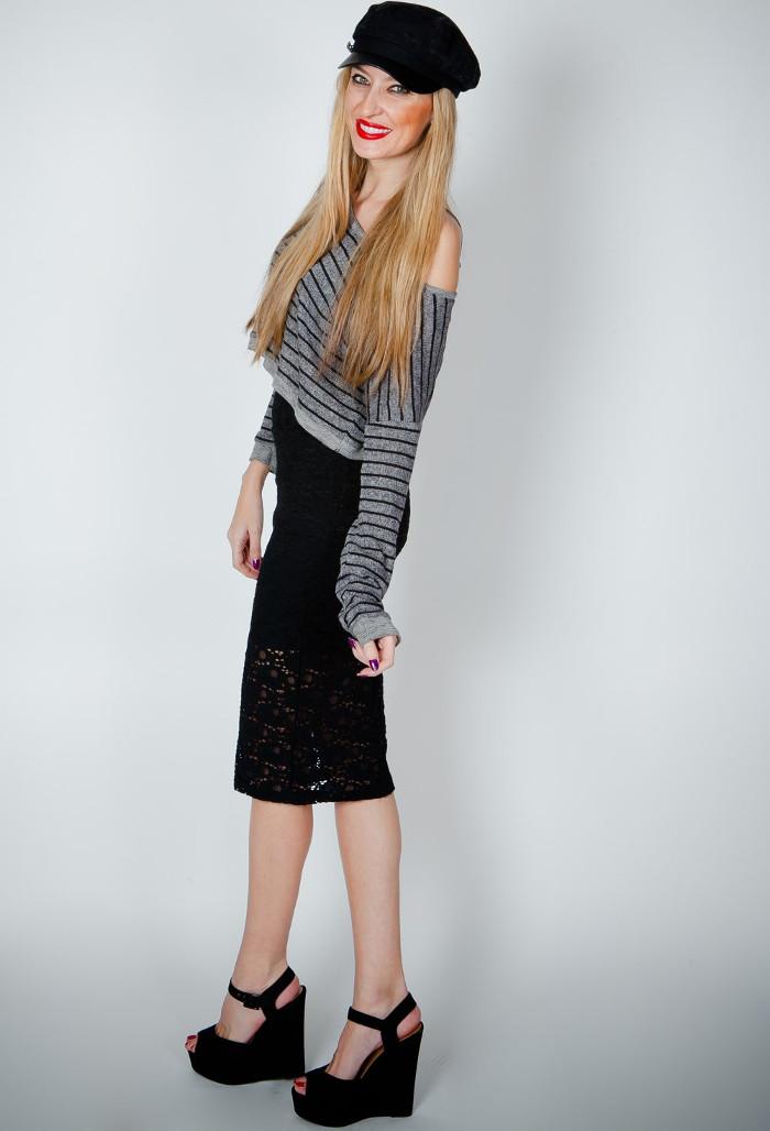 midi-skirt-cap-sandals-cap-cropped-top