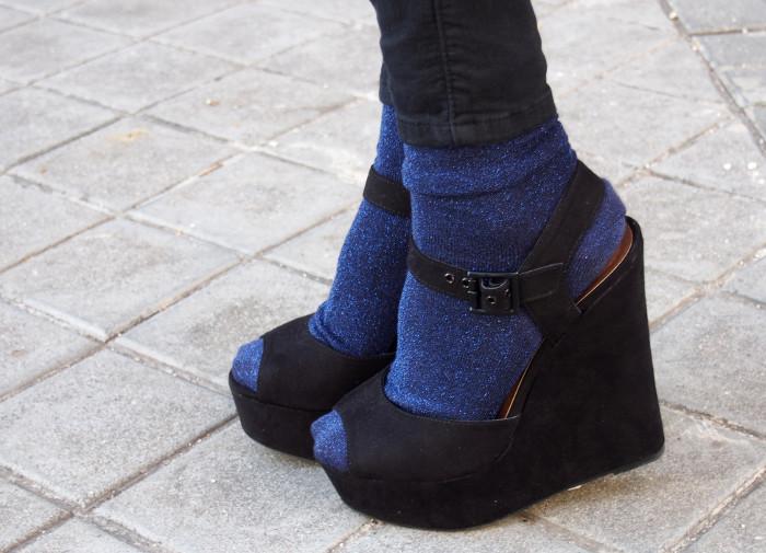 skinny_jeans_socks_sandals_hoodie_fur_coat_loewe_bag_cap