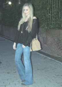 flared_jeans_wool_sweater_boots_lara_martin_gilarranz_bymyheels