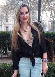 Capri pants, lace crop top paltform sandals y louis vuitton bag