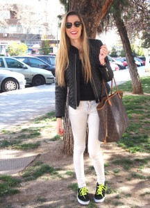 vans combinadas con skinny jeans y bolso neverfull de Louis Vuitton
