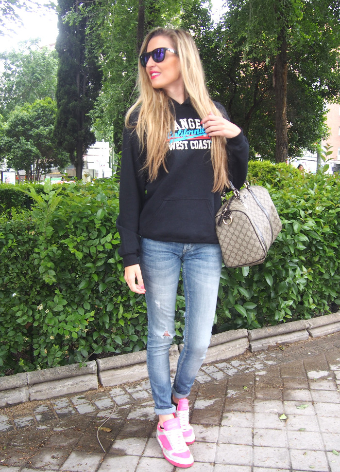 California_Hoodie_Jeans_Pink_Sneakers_Boston_Bag_Gucci_Blenders_Mirror_Sunnies_Lara_Martin_Gilarranz_Bymyheels