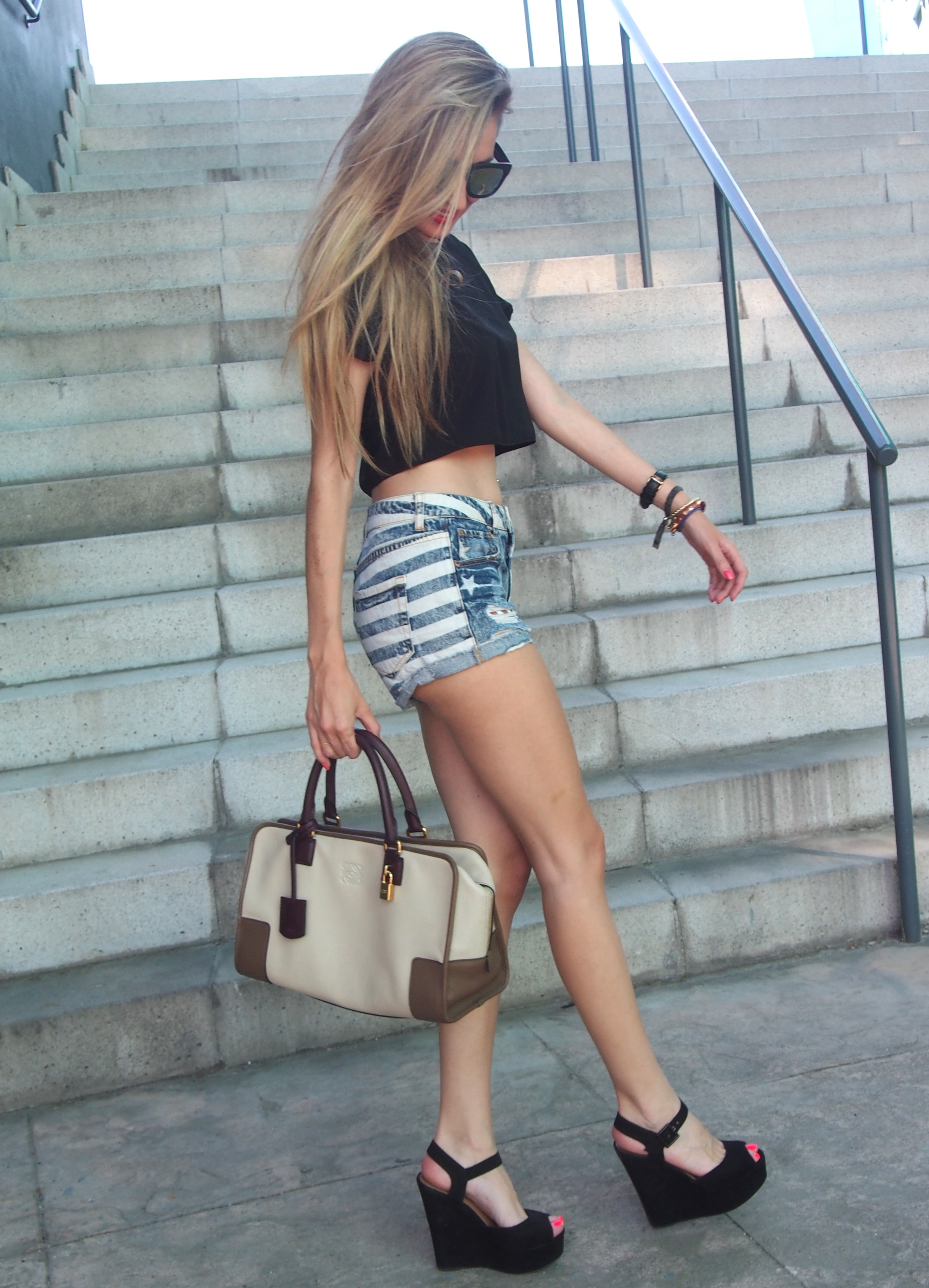Shorts_Cropped_Top_Platforms_Mirror_Sunnies_Amazona_Bag_Loewe