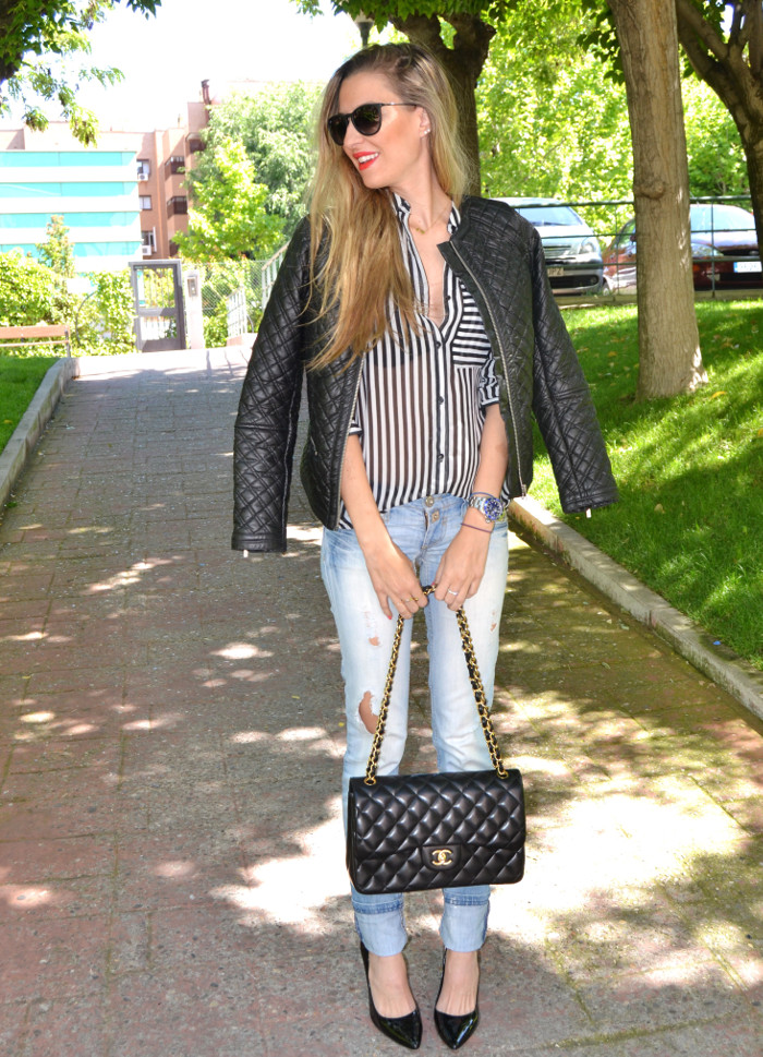 Chanel_255_Chanel_Bag_Black_Golden_Black_Stilettos_Ray_Ban_Leather_Jacket_Lara_Martin_Gilarranz_Bymyheels (10)