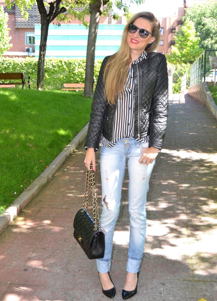 Chanel_255_Chanel_Bag_Black_Golden_Black_Stilettos_Ray_Ban_Leather_Jacket_Lara_Martin_Gilarranz_Bymyheels (6)