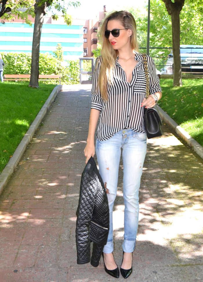 Chanel_255_Chanel_Bag_Black_Golden_Black_Stilettos_Ray_Ban_Leather_Jacket_Lara_Martin_Gilarranz_Bymyheels (7)