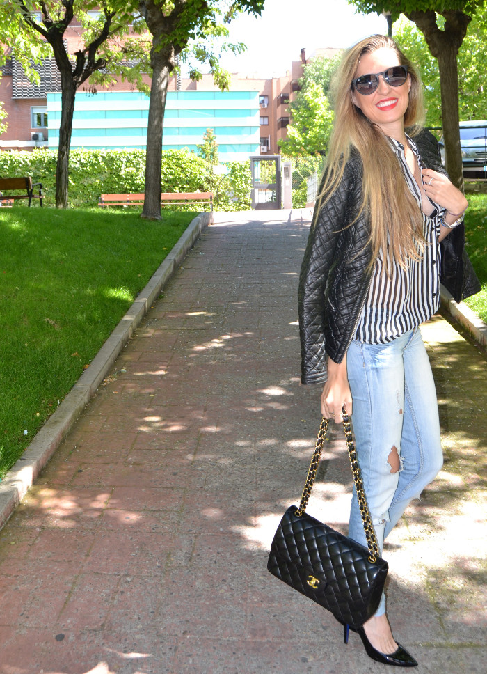 Chanel_255_Chanel_Bag_Black_Golden_Black_Stilettos_Ray_Ban_Leather_Jacket_Lara_Martin_Gilarranz_Bymyheels (9)