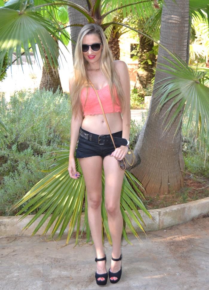 Lace_Crop_top_Lace_Shorts_Forever21_Ray_Ban_Sunglasses_Louis_Vuitton_Lara_Martin_Gilarranz_Bymyheels (2)