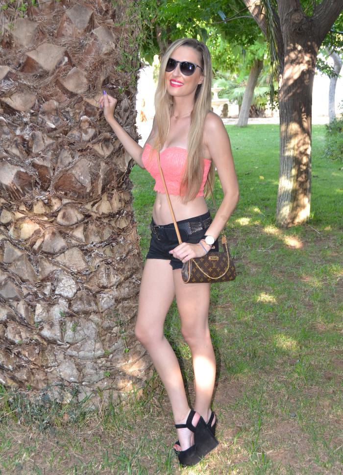 Lace_Crop_top_Lace_Shorts_Forever21_Ray_Ban_Sunglasses_Louis_Vuitton_Lara_Martin_Gilarranz_Bymyheels (6)