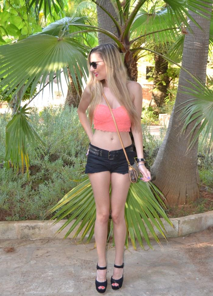 Lace_Crop_top_Lace_Shorts_Forever21_Ray_Ban_Sunglasses_Louis_Vuitton_Lara_Martin_Gilarranz_Bymyheels
