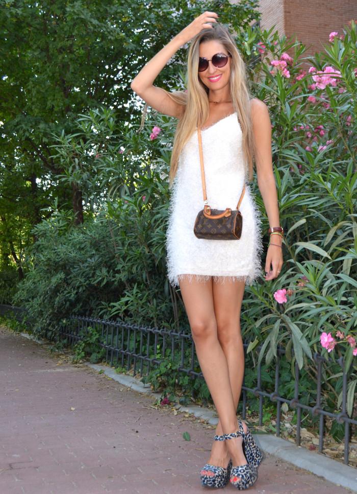 Mini_Speedy_Louis_Vuitton_White_Dress_Les_Spec_Lara_Martin_Gilarranz_Bymyheels (5)