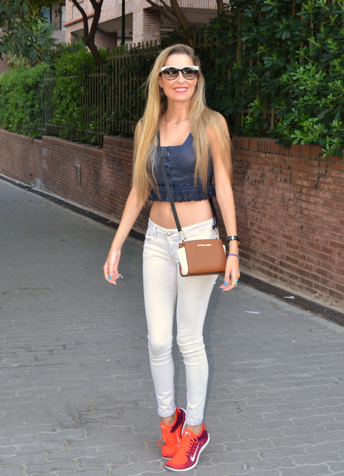 Skinny_Jeans_Cropped_Top_Esprit_Sunglasses_Nike_Free_Flyknit_Messenger_Michael_Kors_Lara_Martin_Gilarranz_Bymyheels (1)
