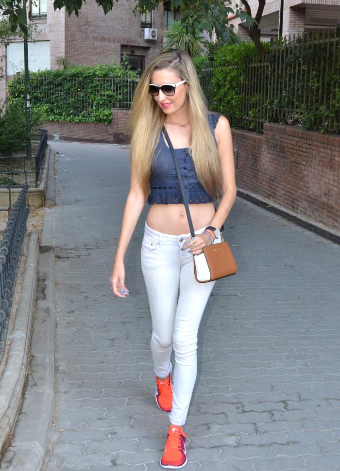 Skinny_Jeans_Cropped_Top_Esprit_Sunglasses_Nike_Free_Flyknit_Messenger_Michael_Kors_Lara_Martin_Gilarranz_Bymyheels (9)