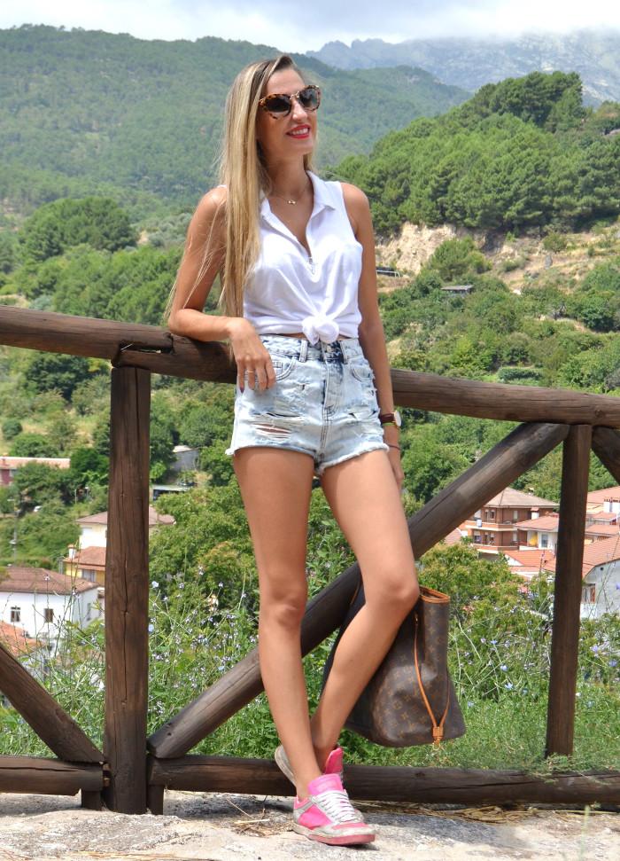 High_Waisted_Shorts_Top_MIU_MIU_Glasses_Louis_Vuitton_Lara_Martin_Gilarranz_Bymyheels (3)
