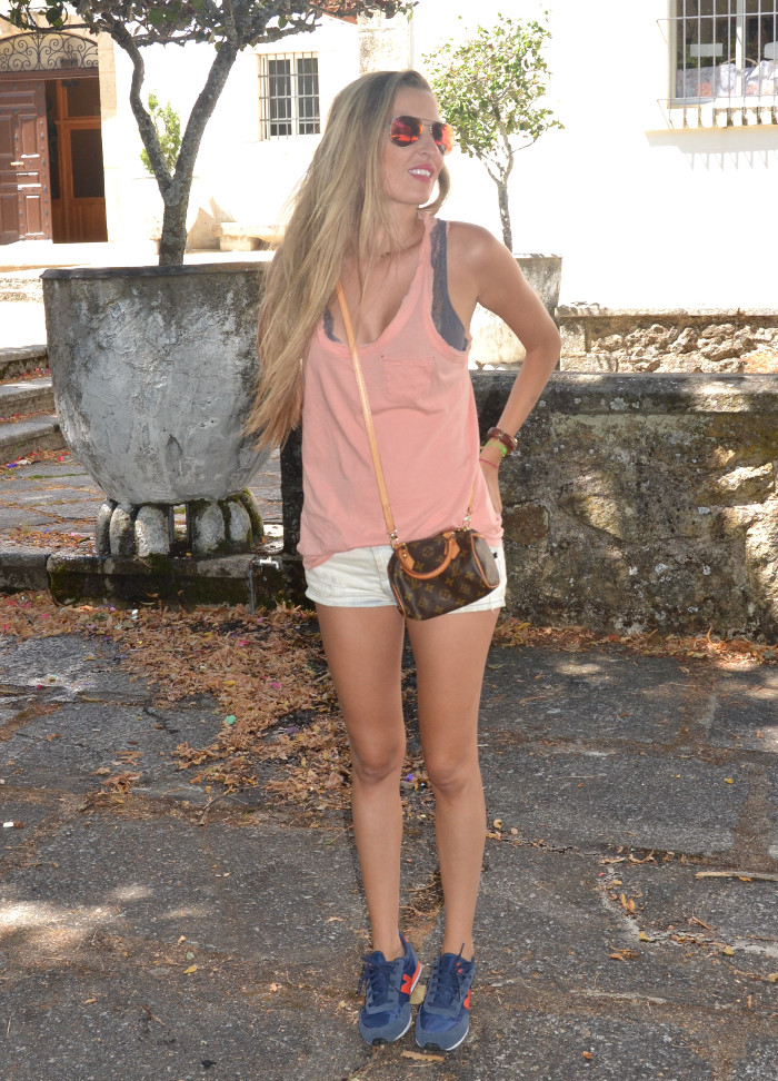 Shorts_Tank_Top_Mirror_Sunnies_New_Balance_Mini_Speedy_Louis_Vuitton_Lara_Martin_Gilarranz_Bymyheels (2)