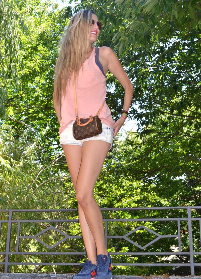 Shorts_Tank_Top_Mirror_Sunnies_New_Balance_Mini_Speedy_Louis_Vuitton_Lara_Martin_Gilarranz_Bymyheels (9)