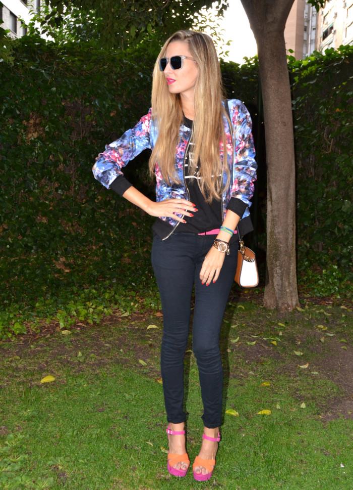 Personaling_Shopping_Online_Flowers_Bomber_Skinny_Jeans_Black_Mirror_Sunnies_Lara_Martin_Gilarranz_Bymyheels (8)