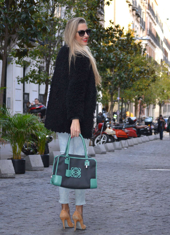 Fur_Coat_Capri_Jeans_stilettos_Amazona_Loewe_Lara_Martin_Gilarranz_Bymyheels (9)