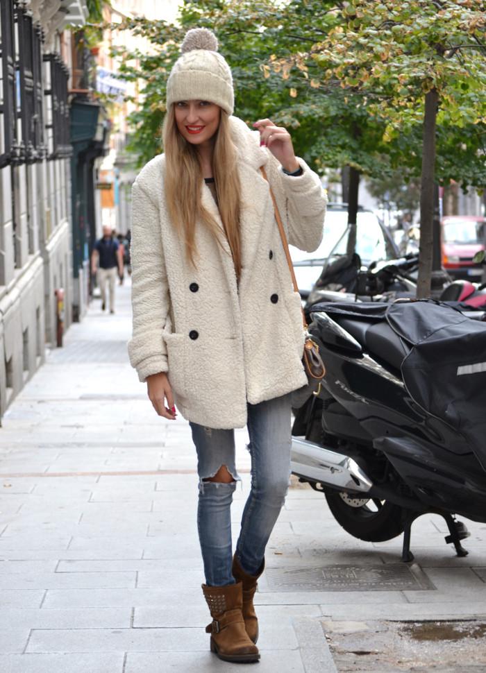 Fur_Coat_Venca_Biker_Boots_Ripped_Jeans_Hat_Pochette_Eva_Lara_Martin_Gilarranz_Bymyheels (3)