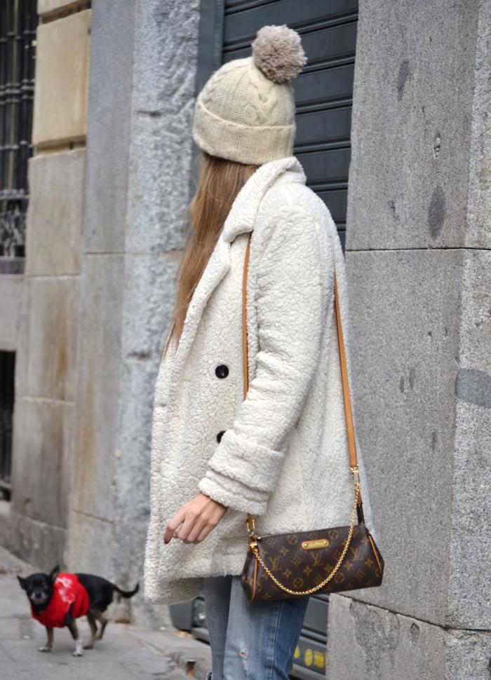 Fur_Coat_Venca_Biker_Boots_Ripped_Jeans_Hat_Pochette_Eva_Lara_Martin_Gilarranz_Bymyheels (6)