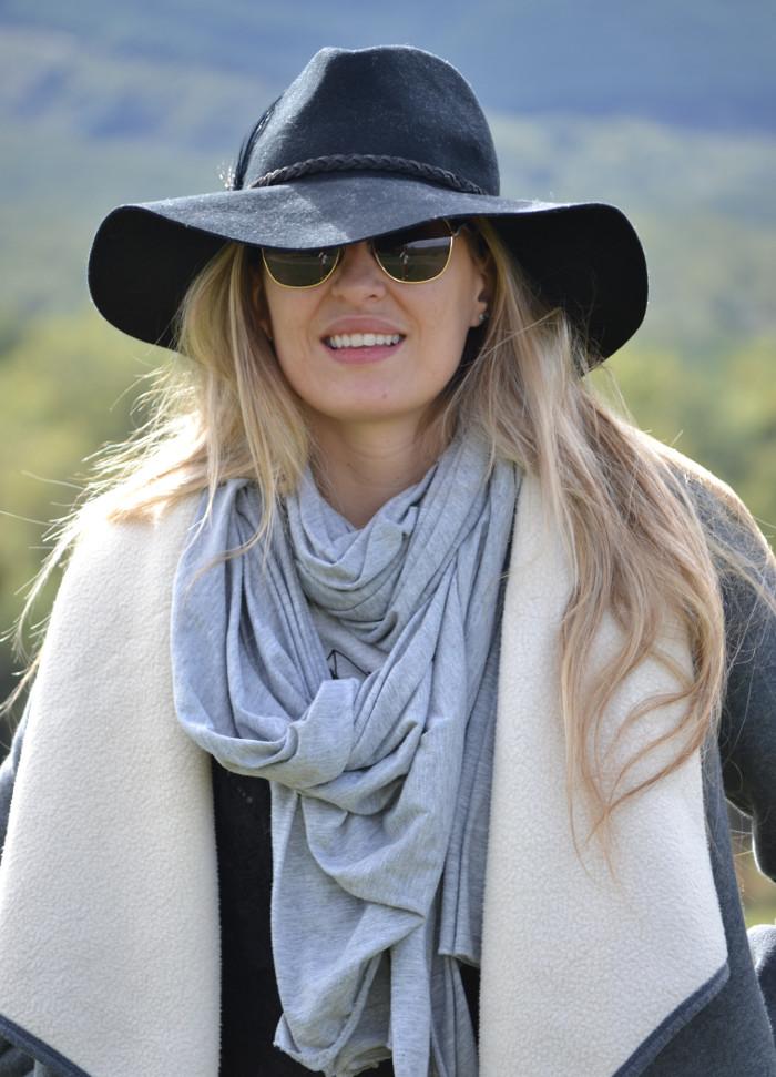 Sierra_Riverside_Hat_Grey_Coat_Jeans_Alpe_Lara_Martin_Gilarranz_Bymyheels (5)