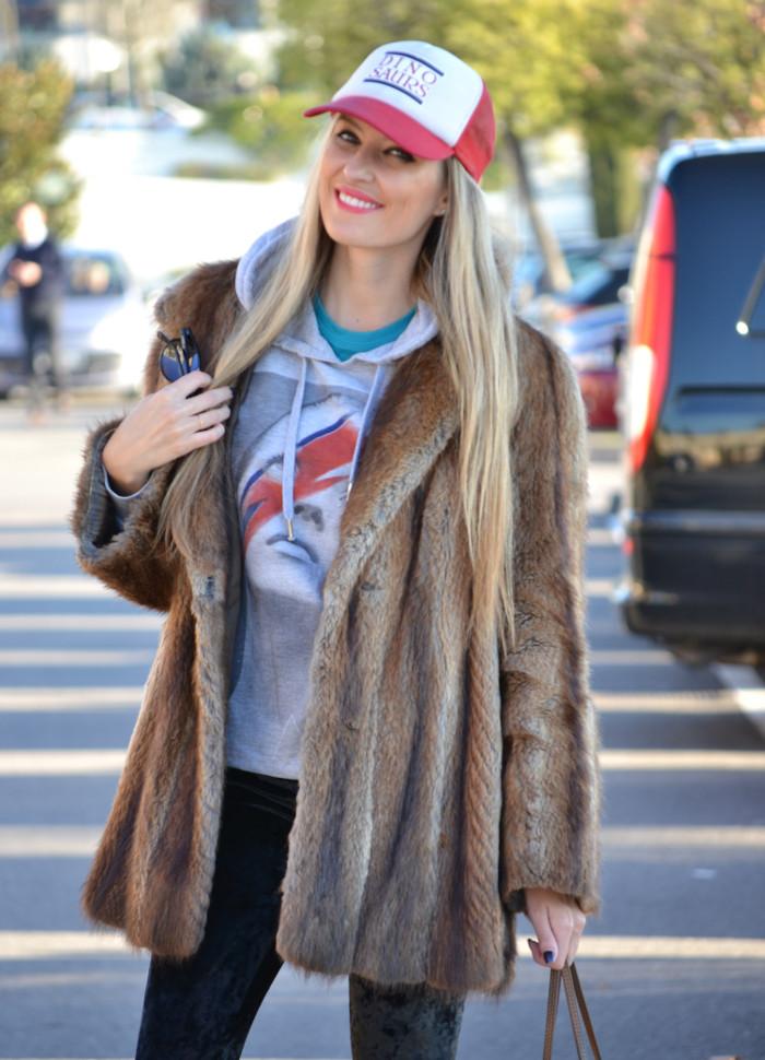 Fur_Cap_Sweatshirt_Neverfull_Louis_Vuitton_BootiesVelvet_Lara_Martin_Gilarranz_Bymyheels (3)