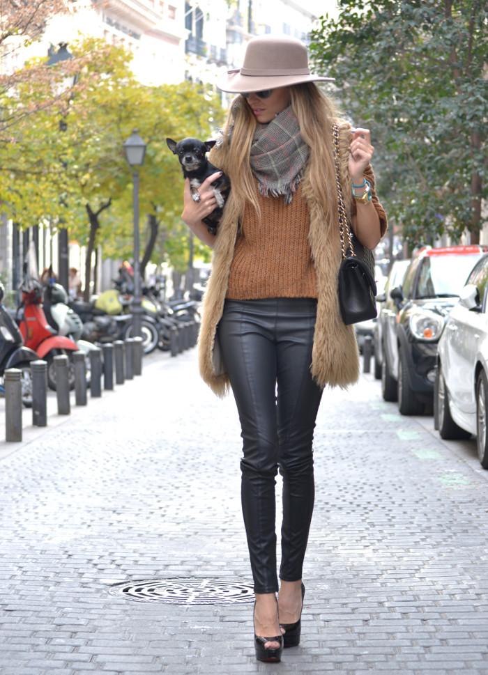 Leather_Pants_Christian_Louboutin_Lady_Peep_Chanel_Hat_Scarf_Chihuahua_Lara_Martin_Gilarranz_Bymyheels (6)