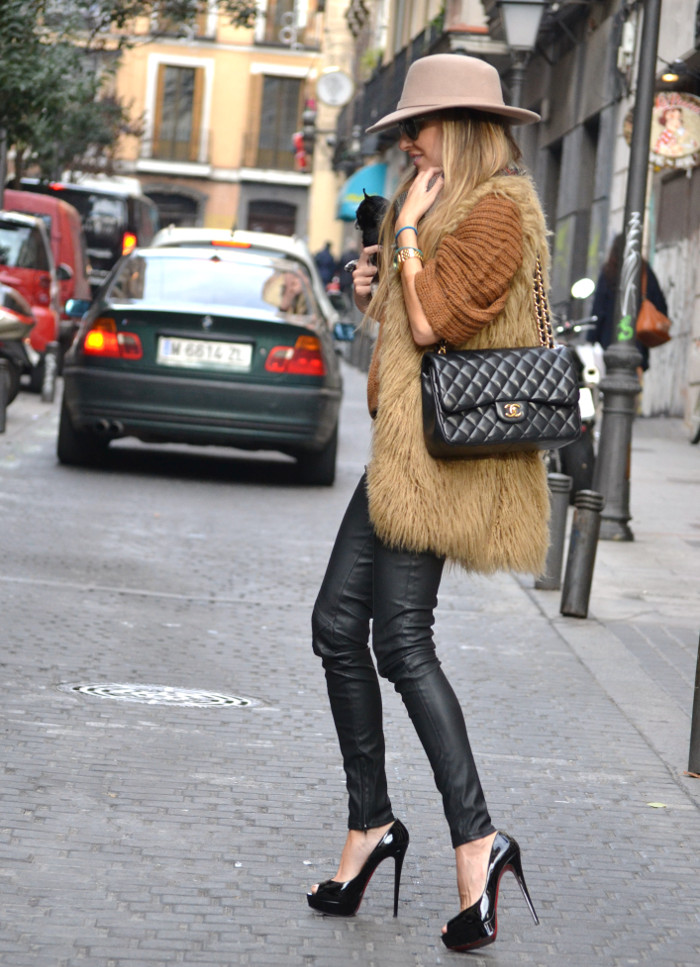 Leather_Pants_Christian_Louboutin_Lady_Peep_Chanel_Hat_Scarf_Chihuahua_Lara_Martin_Gilarranz_Bymyheels (7)
