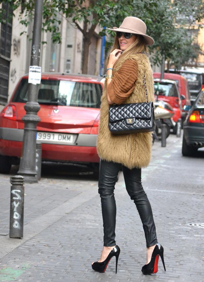 Leather_Pants_Christian_Louboutin_Lady_Peep_Chanel_Hat_Scarf_Chihuahua_Lara_Martin_Gilarranz_Bymyheels (8)