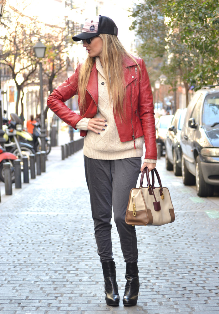 Leather_Perfecto_Jacket_Amazona_Loewe_Quiksilver_Wool_Sweater_RayBan_Clubmaster_Booties_Lara_Martin_Gilarranz_Bymyheels (4)