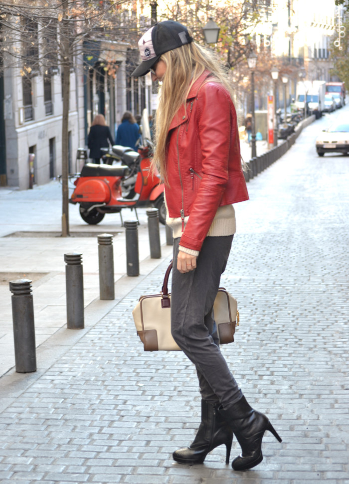 Leather_Perfecto_Jacket_Amazona_Loewe_Quiksilver_Wool_Sweater_RayBan_Clubmaster_Booties_Lara_Martin_Gilarranz_Bymyheels (6)