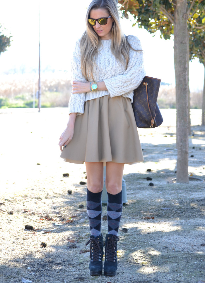 Over_The_Knee_Camel_Skirt_Sweater_Louis_Vuitton_Lara_Martin_Gilarranz_Bymyheels (1)