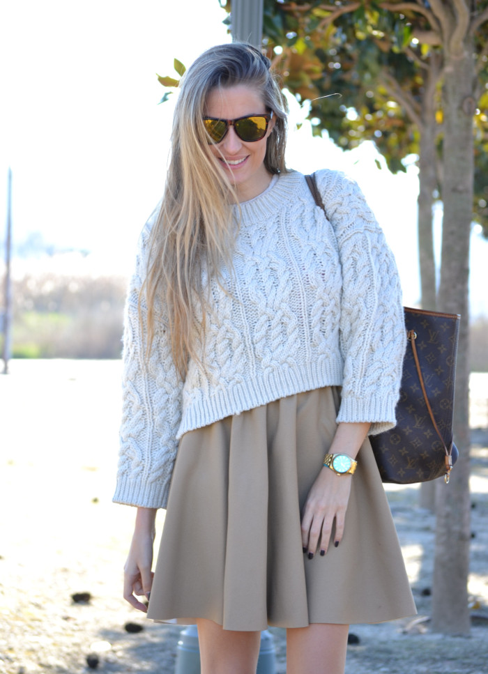 Over_The_Knee_Camel_Skirt_Sweater_Louis_Vuitton_Lara_Martin_Gilarranz_Bymyheels (3)