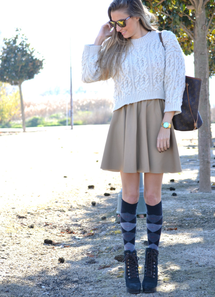 Over_The_Knee_Camel_Skirt_Sweater_Louis_Vuitton_Lara_Martin_Gilarranz_Bymyheels (4)