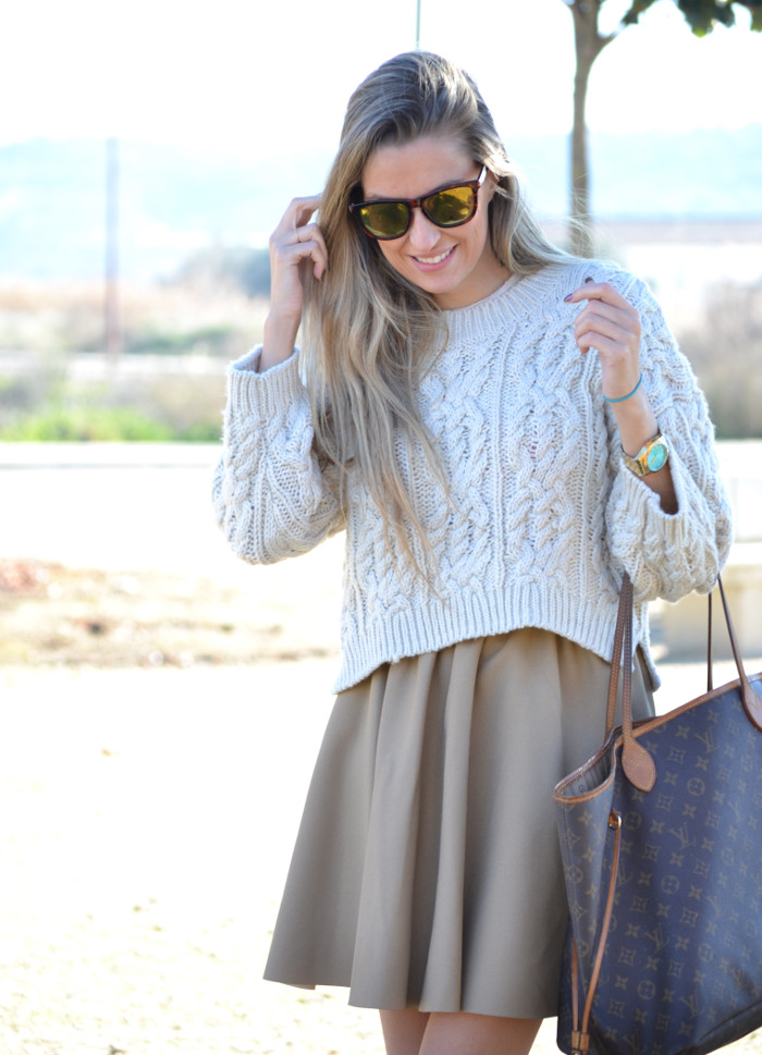 Over_The_Knee_Camel_Skirt_Sweater_Louis_Vuitton_Lara_Martin_Gilarranz_Bymyheels (5)