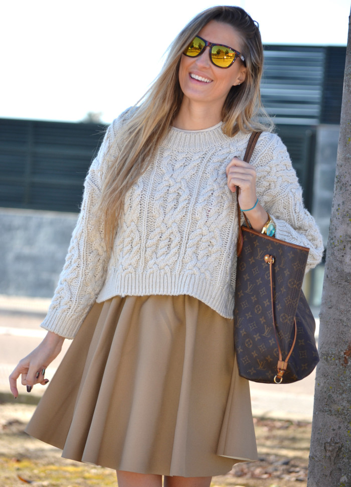 Over_The_Knee_Camel_Skirt_Sweater_Louis_Vuitton_Lara_Martin_Gilarranz_Bymyheels (8)