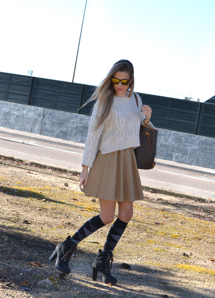 Over_The_Knee_Camel_Skirt_Sweater_Louis_Vuitton_Lara_Martin_Gilarranz_Bymyheels (9)