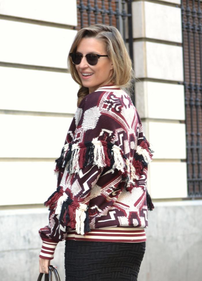 Aztec_Print_Sweater_Zara_Clubmaster_Ray_Ban_Botas_Boston_Bag_Gucci_Falda_Negra_Lara_Martin_Gilarranz_Bymyheels (4)