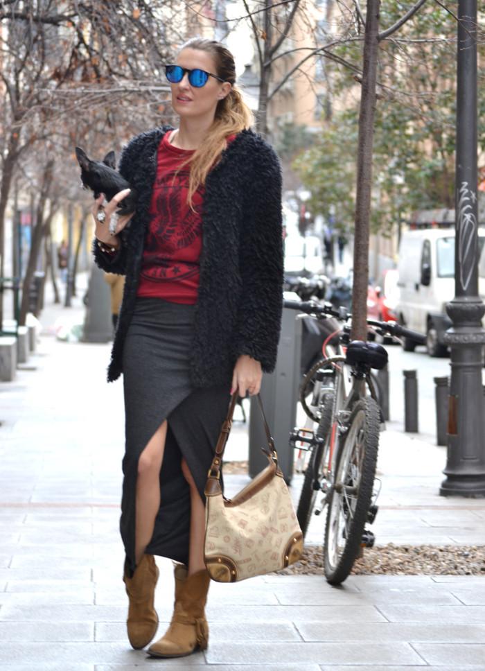 Long_Skirt_Coat_Mirror_Sunnies_Sweatshirt_Lara_Martin_Gilarranz_Loewe_Bymyheels (2)