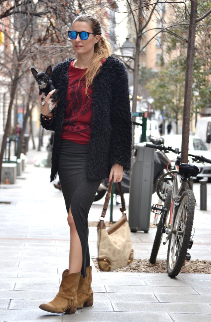 Long_Skirt_Coat_Mirror_Sunnies_Sweatshirt_Lara_Martin_Gilarranz_Loewe_Bymyheels (3)