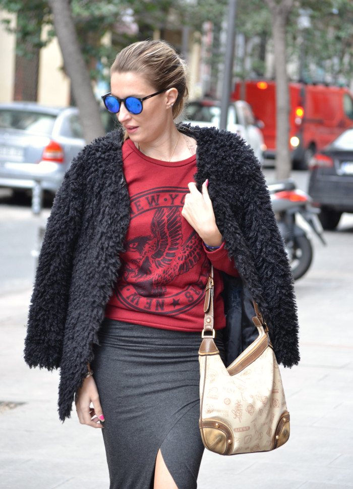 Long_Skirt_Coat_Mirror_Sunnies_Sweatshirt_Lara_Martin_Gilarranz_Loewe_Bymyheels (4)