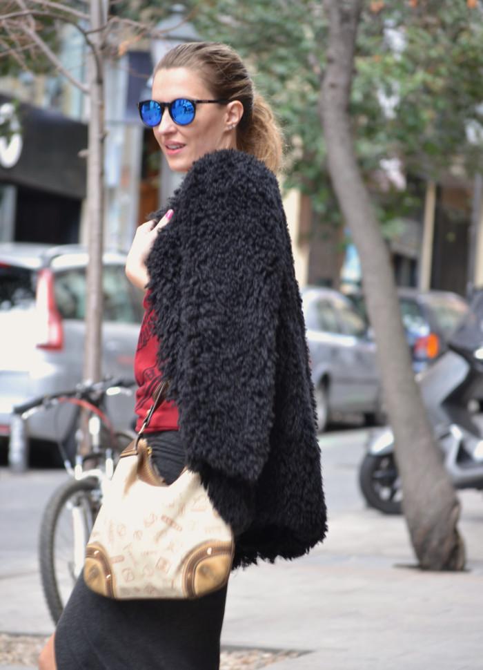 Long_Skirt_Coat_Mirror_Sunnies_Sweatshirt_Lara_Martin_Gilarranz_Loewe_Bymyheels (7)