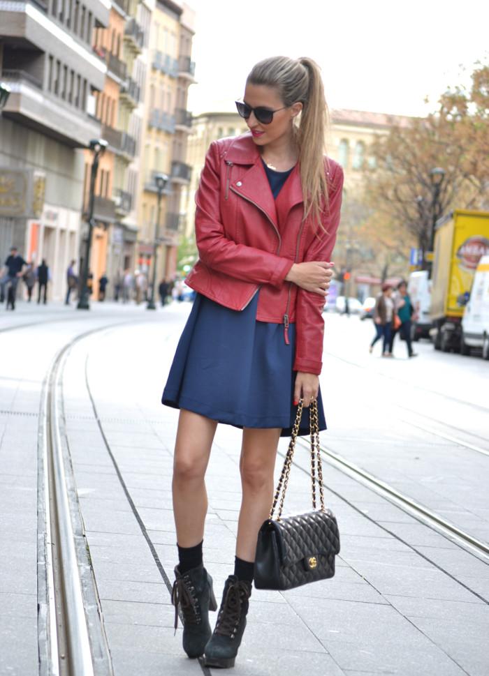 Blue_Dress_Venca_Ray_Ban_Guess_Denim_Jacket_Perfecto_Jacket_Boots_Jumbo_Chanel_Lara_Martin_Gilarranz_Bymyheels (5)