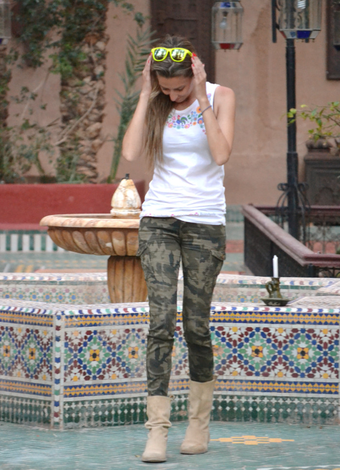 Camo_Pants_Booties_Venca_Bymyheels_Lara_Martin_Gilarranz_Tank_Top_Zagora_Marruecos_Rally_Solidario (2)