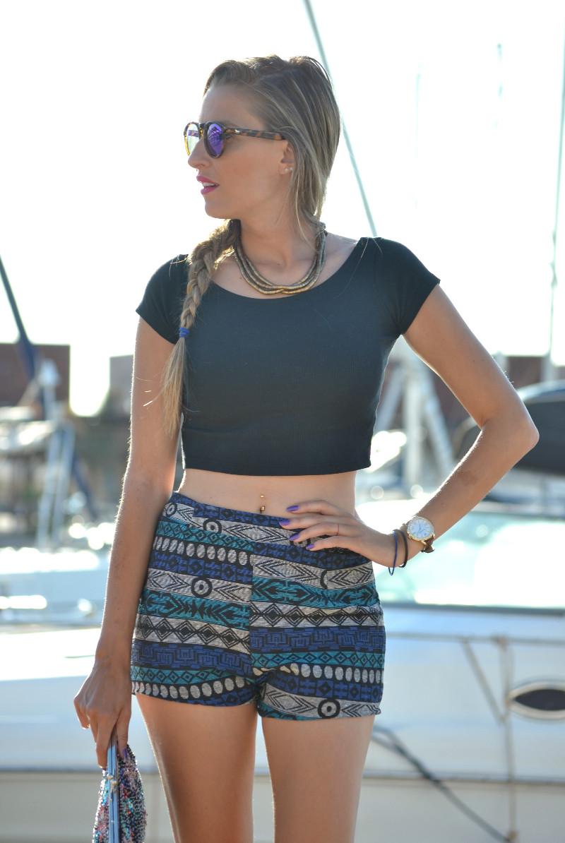 High_Waisted_shorts_Sandals_Tea_Sunglasses_Chihuahua_Port_Boats_Sea_Crop_Top_Lara_Martin_Gilarranz_Bymyheels (3)