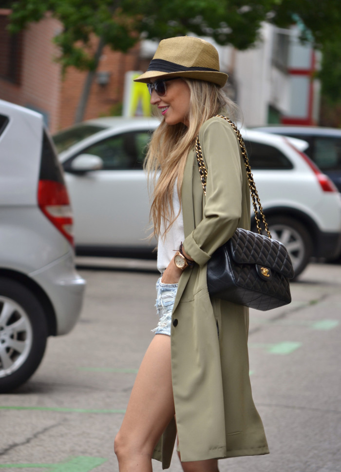 Oversized_Long_Jacket_Ripped_Shorts_Plaftorms_Hat_Jumbo_Chanel_Lara_Martin_Gilarranz_Bymyheels (1)