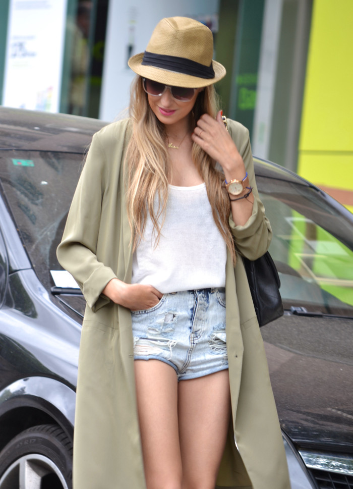 Oversized_Long_Jacket_Ripped_Shorts_Plaftorms_Hat_Jumbo_Chanel_Lara_Martin_Gilarranz_Bymyheels (4)