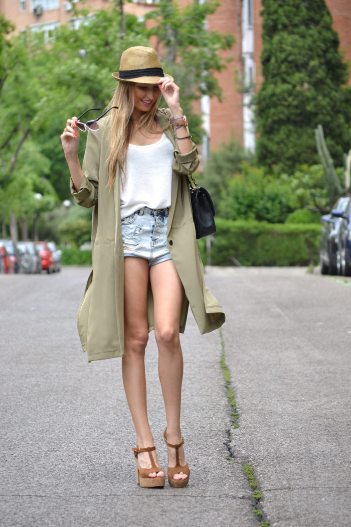 Oversized_Long_Jacket_Ripped_Shorts_Plaftorms_Hat_Jumbo_Chanel_Lara_Martin_Gilarranz_Bymyheels (6)