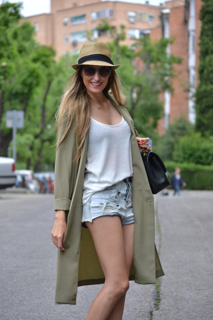 Oversized_Long_Jacket_Ripped_Shorts_Plaftorms_Hat_Jumbo_Chanel_Lara_Martin_Gilarranz_Bymyheels (9)